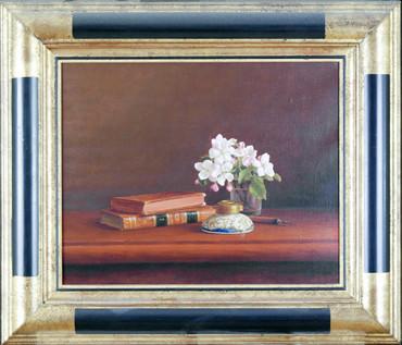 Livre et fleurs de pommier