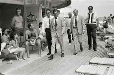 Frank Sinatra and Bodyguards, Miami Beach