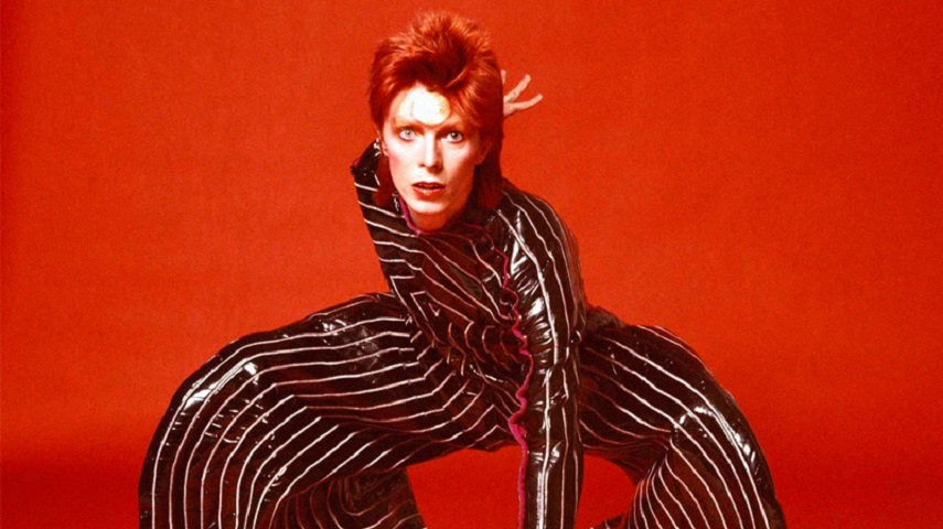 003 David Bowie in his persona of Ziggy Startdust