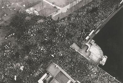 Joy Gerrard-Protest Crowd, Moscow, Russia (Version 1)-2013