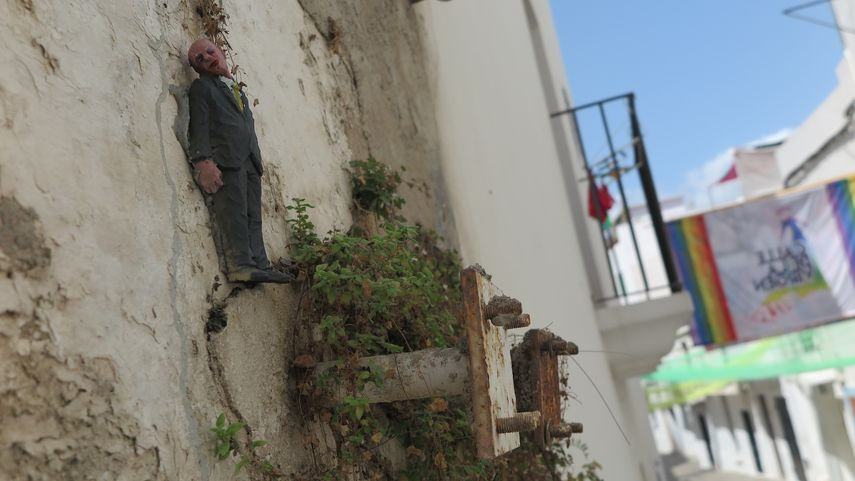 2015 MULTIVERSE Isaac Cordal