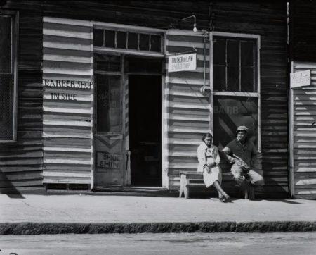 Walker Evans-Barber Shop, Southern Town [Vicksburg, Mississippi]-1936