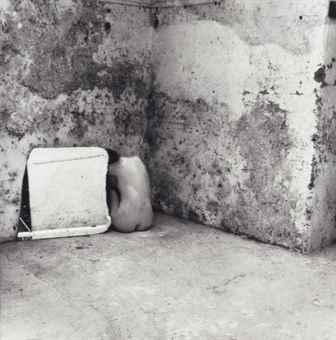 Francesca Woodman-Self-deceit #6, Rome-1978