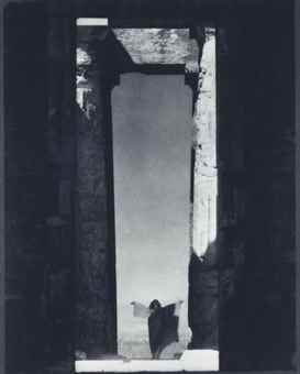 Edward Steichen-Isadora Duncan at the Portal of the Parthenon, Athens-1920