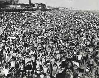 Weegee-Coney Island-1940