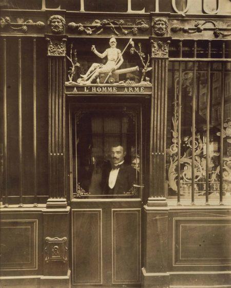 Eugene Atget-Cabaret de l'Homme Armé, rue des Blancs Manteaux-1900
