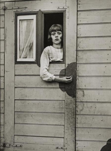 August Sander-Mädchen im Zirkuswagen (Girl in a Circus Caravan)-1926