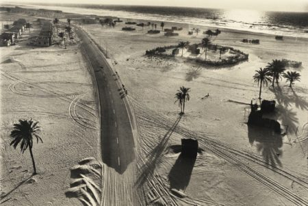 Rene Burri-Route Entre Abu Dhabi Et Dubai' Emirats Arabes Unis-1975