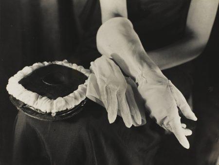 Germaine Krull-Etudes De Main Vers-1925
