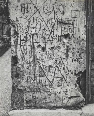 Brassai-Graffiti, serie II 'Langage du mur'-1950