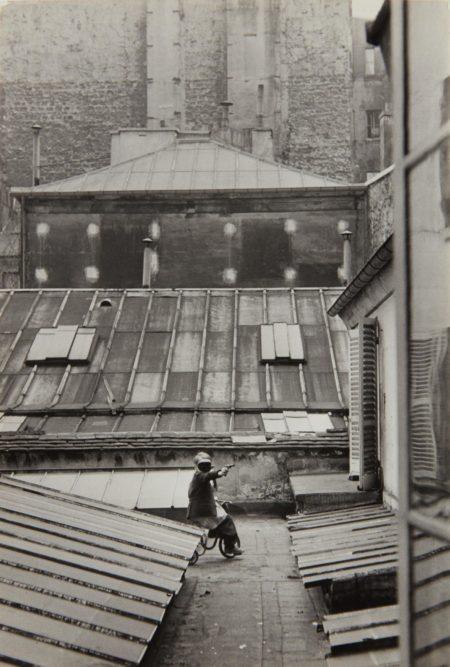Henri Cartier-Bresson-Hotel court, rue de la Boetie, Paris-1953