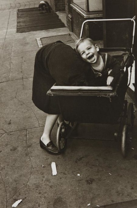 Helen Levitt-New York (baby carriage)-1940