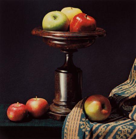 Robert Mapplethorpe-Apples and Urn-1987