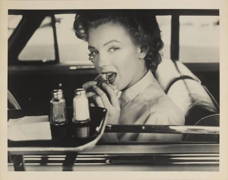 Philippe Halsman-Marilyn, Drive-In-1952