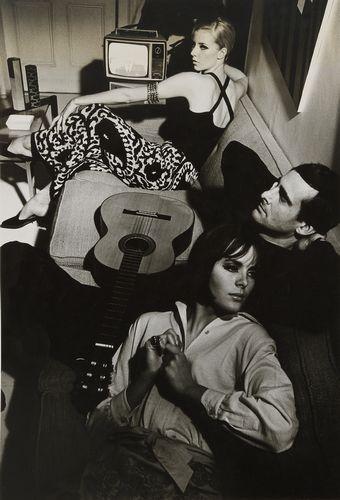 Helmut Newton-Le guitariste Patrick Bashford pour le magazine Queen-1966