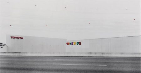 Andreas Gursky-Toys R Us-1999