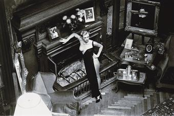 Helmut Newton-Roselyn, Chateau d'Arcangues (Salon)-1975