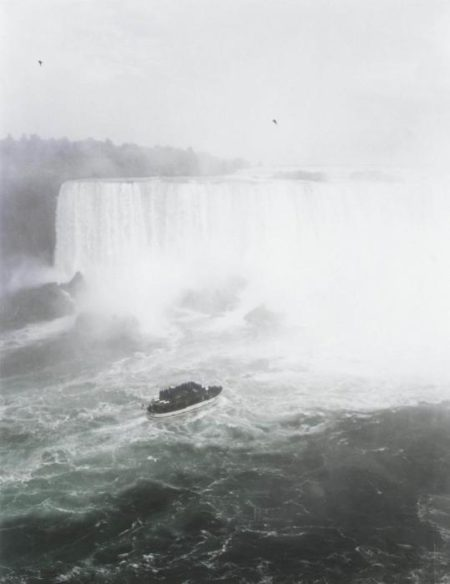 Andreas Gursky-Niagara Falls-1989
