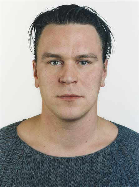 Thomas Ruff-Portrait (A. Koschkarov)-2000