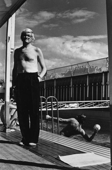 Helmut Newton-David Hockney, Piscine Royal, Paris (1975)-1975