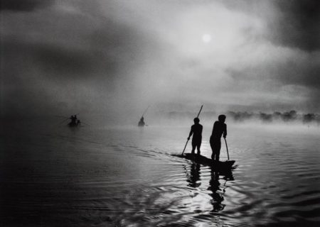 Fishing in the Piulaga Laguna during the Kuarup ceremony of the Waura Group, Upper Xingu Basin, Mato Grosso, Brazil-2005