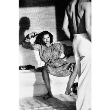 Helmut Newton-Woman examining Man, Saint Tropez-1975