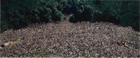 Andreas Gursky-Love Parade-2001