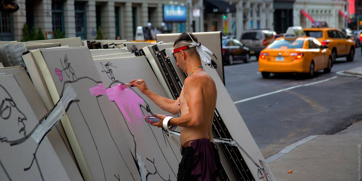 Art is Trash - Photo of the artist in action - Photo Credits GraffitiStreet Gallery