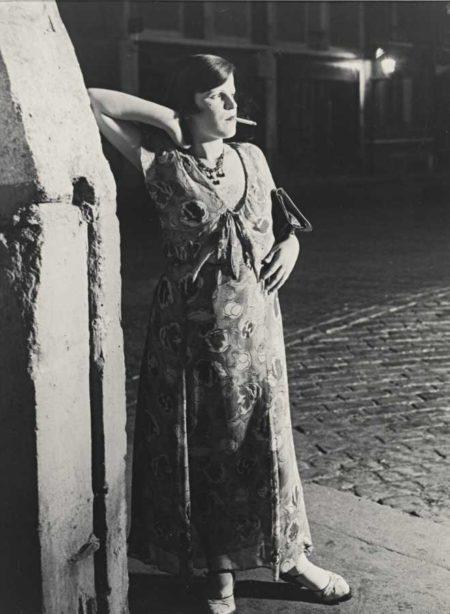 Brassai-Fille De Joie Du Quartier Italie Dans Une Robe Printaniere-1931