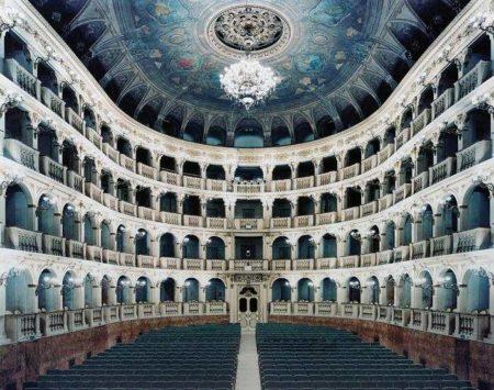 Candida Hofer-Teatro Comunale di Bologna I-2006