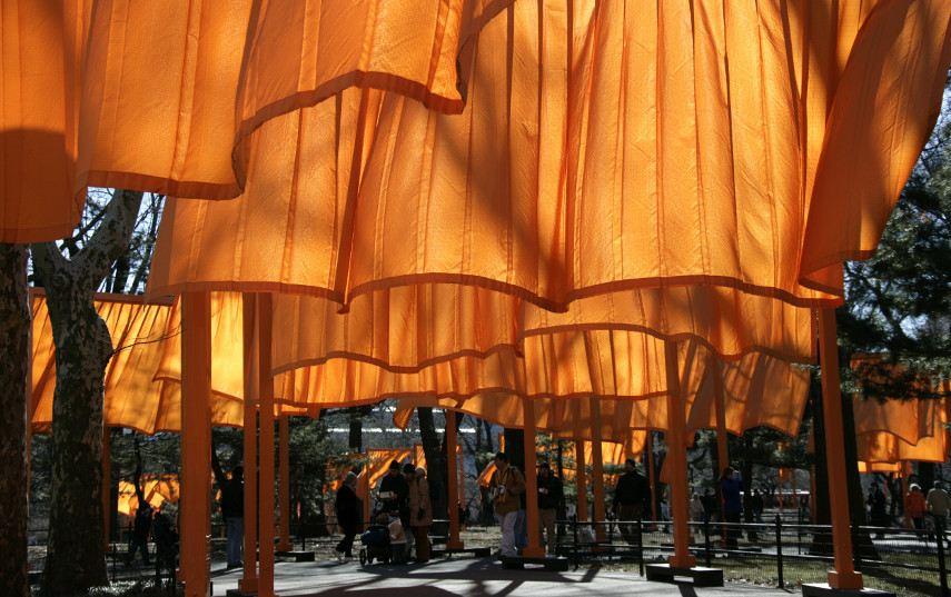 Cobrindo Reichstag em 2016, flutuando com guarda-chuvas não seria na mesma página de contato, mas esse site piers não parava de Christo e Jeanne-Claude