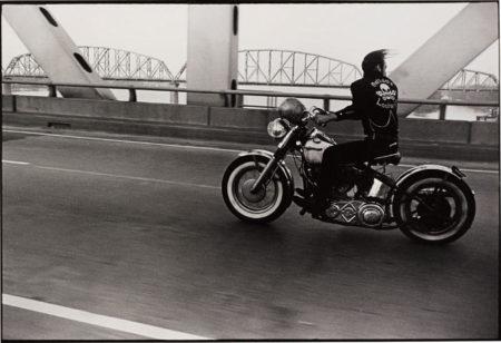 Danny Lyon-Crossing the Ohio River, Louisville-1966