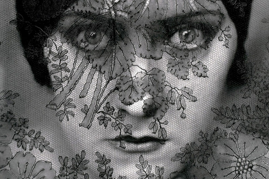 gloria swanson was a model who posed for a photo by edward steichen in 1924