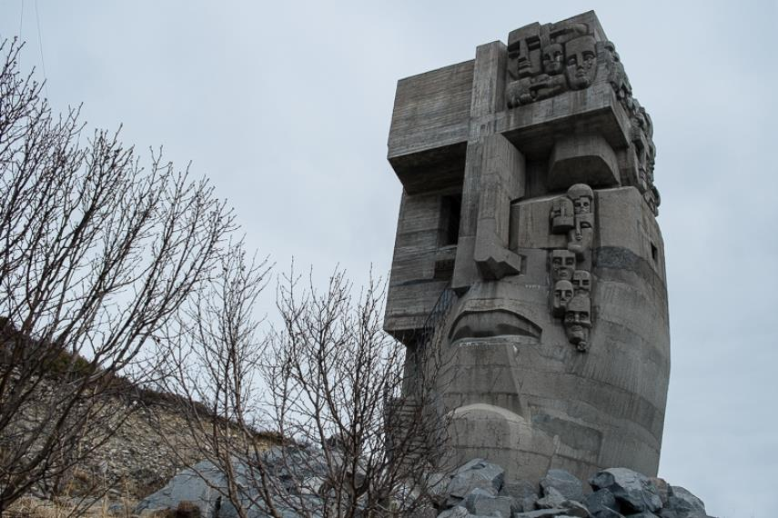 Ernst Neizvestny - The Mask of Sorrow, 1996 Russian creator Ernst Neizvestny who died in 2016 has its works in Moscow Museum and in many other museums acroos Russia while one can view his monument and sculptors in other cities as well neizvestny ernst paintigs request