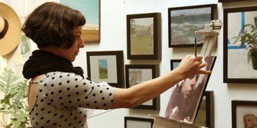 Felicia Forte working in her studio