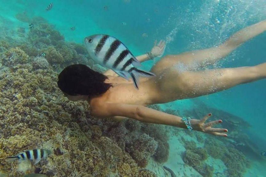 moire soed a little dance underwater