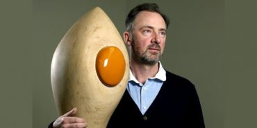 Gary Hume - Photo of the artist - Image via theguardian.com - News set the privacy terms and sign the terms of privacy