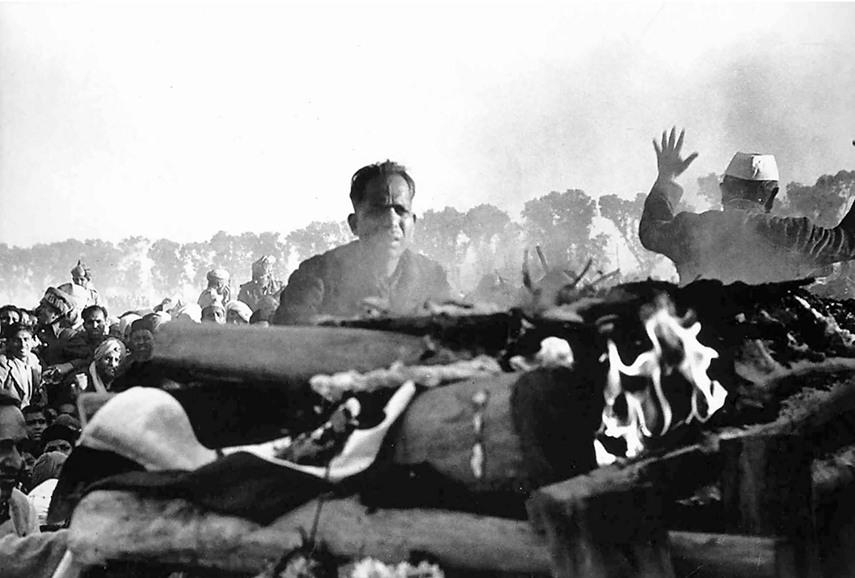 Henri Cartier-Bresson - Cremation of Gandhi, Delhi, 1948