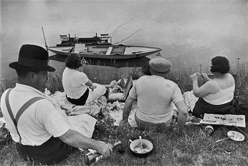images 2016 books Henri Cartier-Bresson - Juvisy, France, 1938