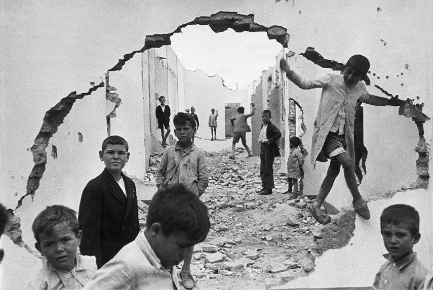 images 2016 books Henri Cartier-Bresson - Seville, Spain, 1944