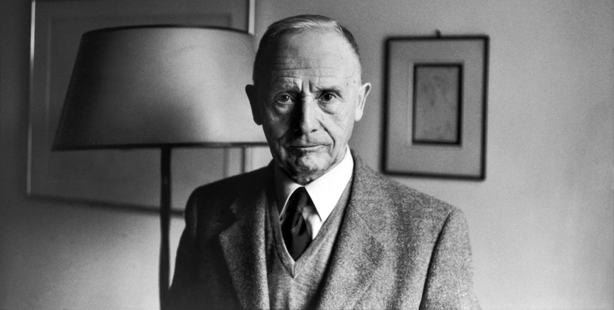henri cartier bressons biography Biography french photographer henri cartier-bresson (1908-2004) tirelessly  worked as a prolific photojournalist from the 1930s up until his death in 2004.
