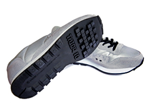 Invader-A pair of gray sneakers. Size 44-