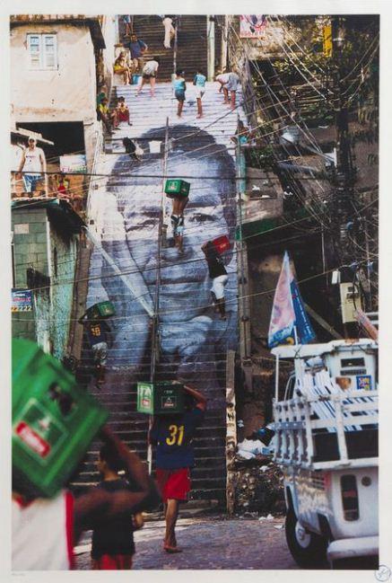 JR-28 Millimetres, Women are Heroes - Action dans la Favela Morro da Providencia, escalier-2010