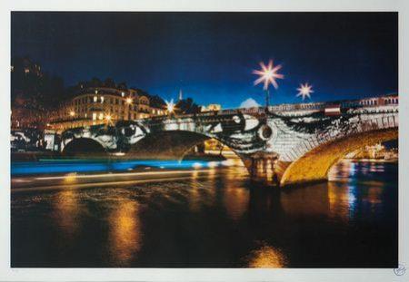 JR-28 Millimetres, Women are Heroes - Exposition de Paris, Pont Louis-Philippe de nuit-2009