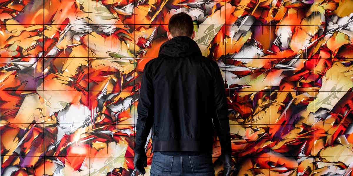 Joos van Barneveld aka Does - in front of his work - photo credits of the artist