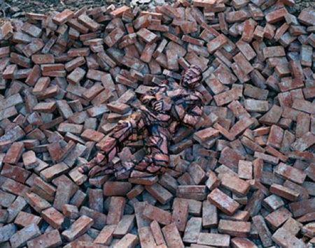 Liu Bolin-Hiding in the City No.87-2009