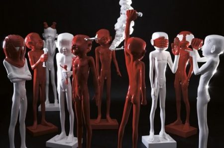 Liu Bolin-Red Hand-2008