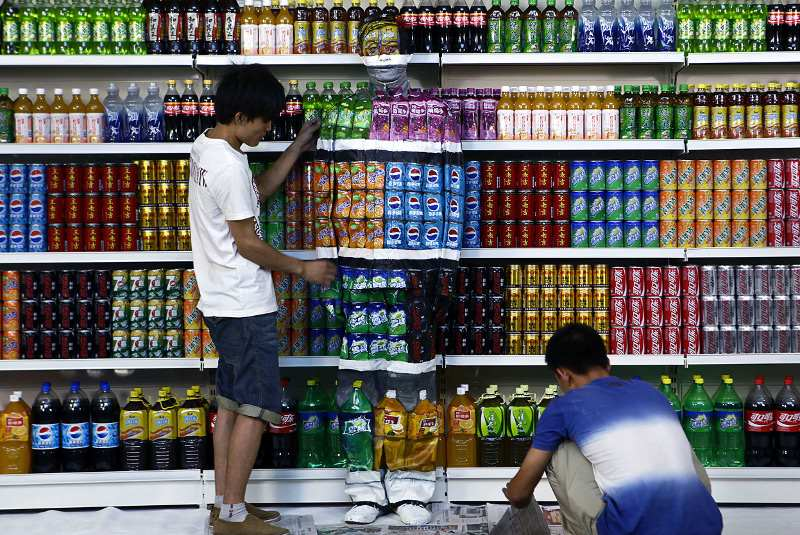 Liu Bolin - final changes are made to his work Plasticizer, 2011, Beijing, 2011 people