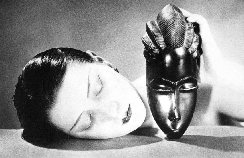In 1921, Marcel Studio gallery in new york displayed sculpture works with no museum use