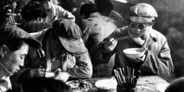Marc Riboud - China, canteen, 1957 (Detail) - Copyright Marc Riboud